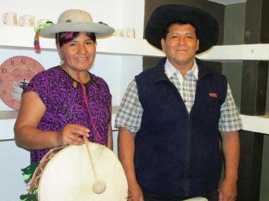 """Luisa Eleuteria Camino y Teodoro Héctor Amante, fundadores de """"Los Ocloyas - Iruya Santa Victoria"""". Héctor es de Pueblo Viejo (Iruya) y Luisa de San Marcos de Trigo Huayco (Santa Victoria)."""