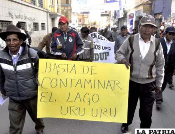 Comuneros marchan en Oruro