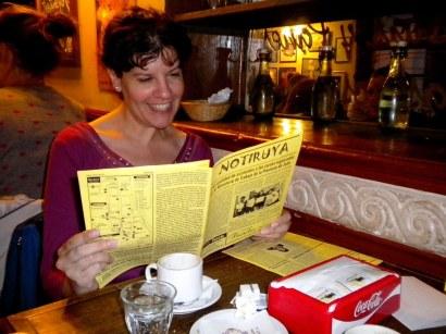 Estela, con su ejemplar de NOTIRUYA