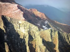 """Se ven """"manchones"""" de granizo en los cerros que circundan Iruya"""