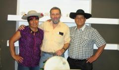 Los Ocloyas, junto a editor Pablo Harvey.