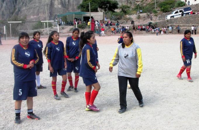 El equipo femenino de San Juan antes de disputar la final, que luego ganaría por 4 a 2. (Foto: Pablo Harvey).