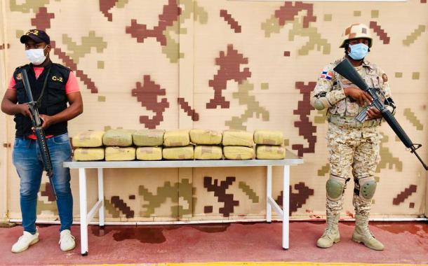 Cesfront se incauta de 14 pacas de marihuana e frontera Jimaní