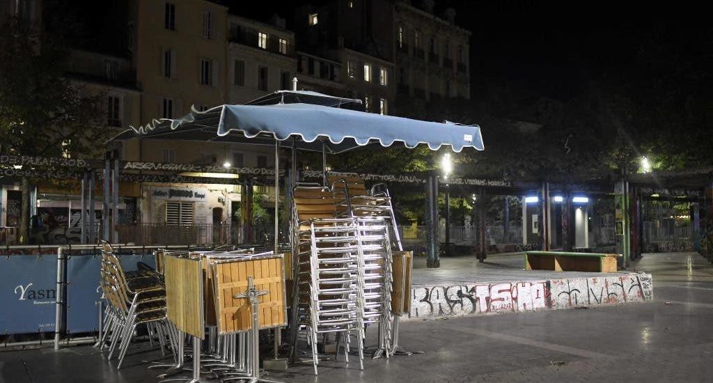 Francia endurece el toque de queda mientras suben contagios de covid