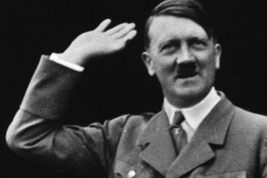 Resultado de imagen para Fotos de Adolf Hitler, quien asume la presidencia, fusionando los cargos de presidente y canciller.