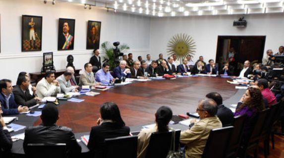 Resultado de imagen para nicolas maduro en consejo de ministros