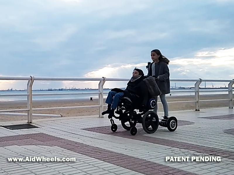 Silla de ruedas y hoverboard  Notizalia
