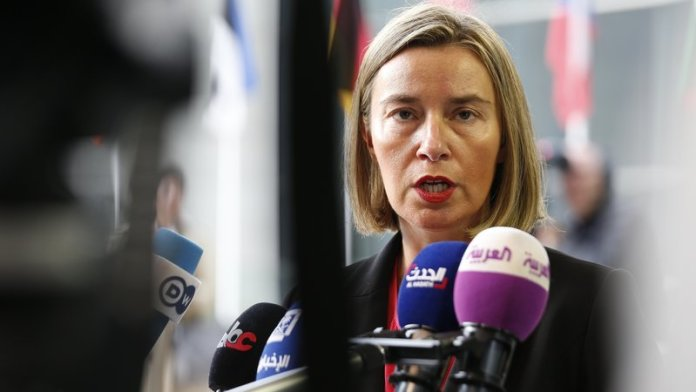 Ue apre a negoziati com Macedonia e Albania