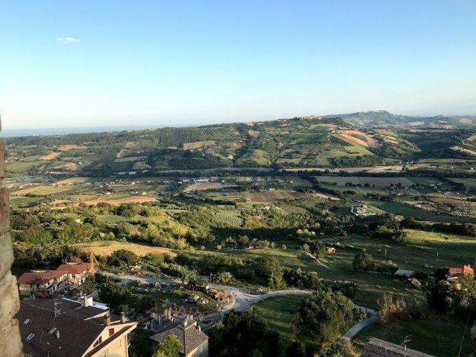 Verdi colline vicino a Fermo