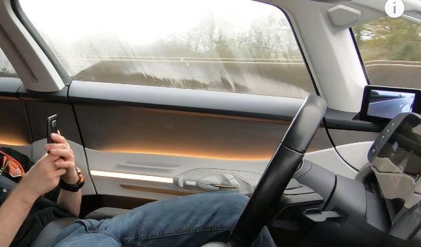 Musk: in futuro sembrerà pazzesca attuale guida dei veicoli affidata agli umani