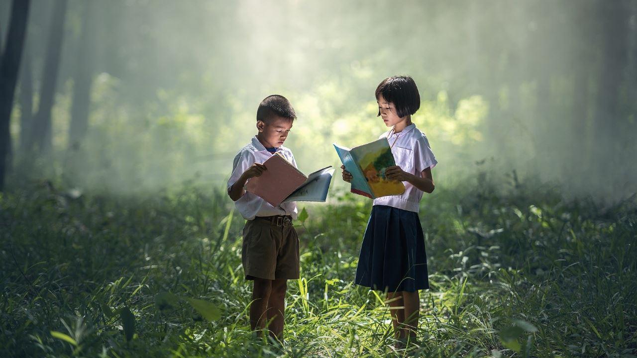 bambini che leggono foresta lettura erba natura calma pace libro educazione indonesiani apprendimento studio-1280×720