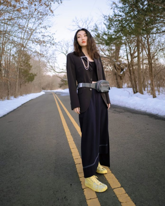 jessica wang wearing 2022 spring trends from nyfw featuring low rise pants // Jessica Wang - Notjessfashion.com