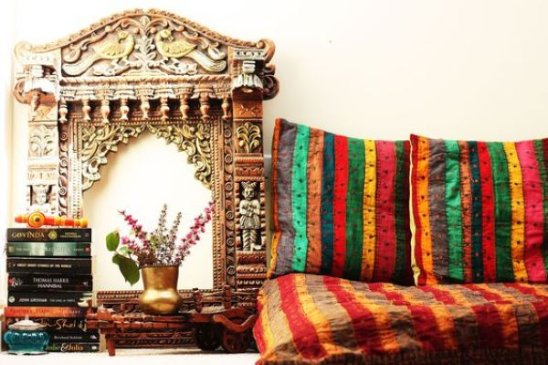 A standalone Jharokha or one with a mirror or painting add a touch of royalty to the decor via