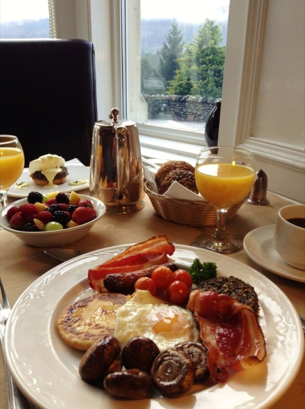 Full Scottish Breakfast, including black pudding (not for the font hearted!) via