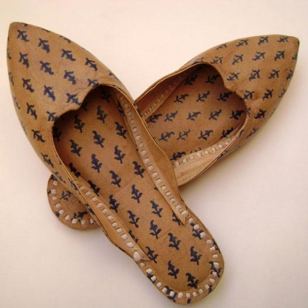 http://www.sahajcrafts.com/full-grain-leather-ladies-footwear.htm