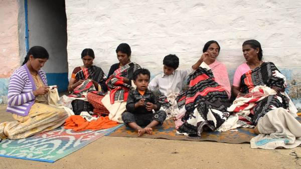 Toda embroidery family tradition