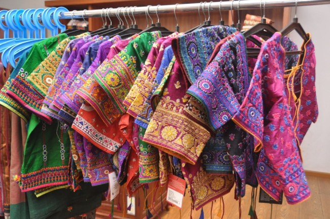 hand-embroidered-kutch-blouses-cholis