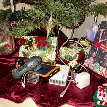 Episode 53: Holiday Gift Guide: Power, Chargers and Cables