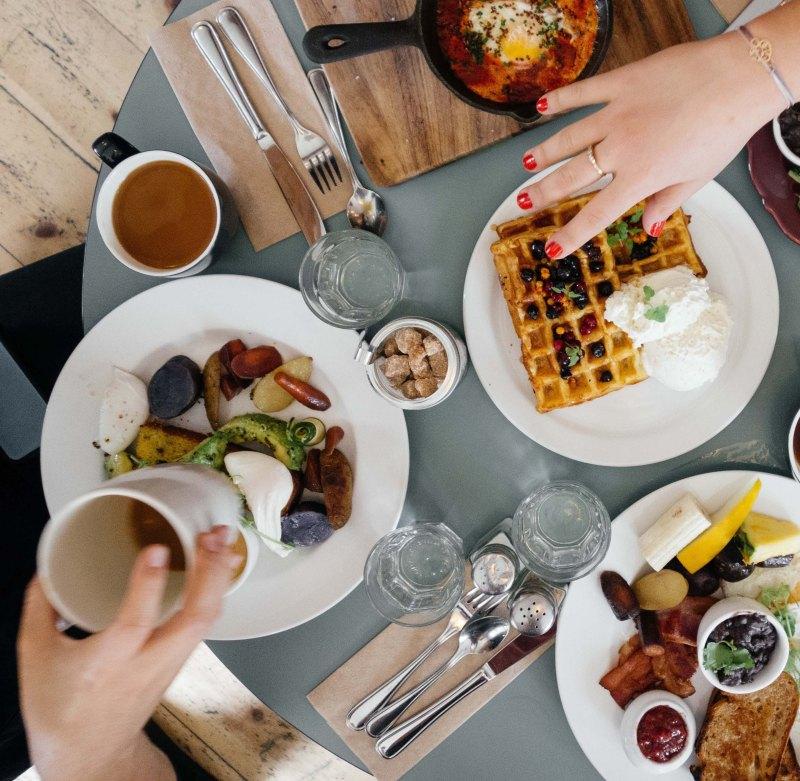 sharing-a-meal-_y3ap9oo9pjc-ali-inay