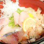 能登島の道の駅で味わう絶品の海鮮丼が大人気の「大漁屋」【道の駅のとじま交流市場内1階】