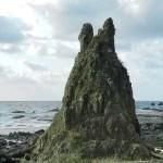 あの可愛いキャラクター「トトロ」がいる場所とは?トトロ岩に見える剱地権現岩(つるぎじごんげんいわ)【輪島市】