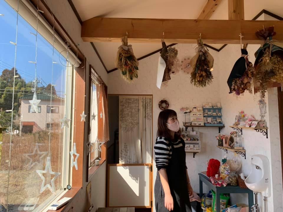 お洒落なトレーラーハウスで集う手作り布小物雑貨「てづくり雑貨屋&cafe ほっとひといき」【七尾市】