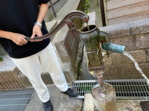 風呂屋小路の手押しポンプはタイムスリップできる貴重な体験スポット【輪島朝市】