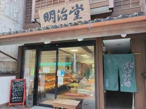 七尾海軍カレーパンが名物!「明治堂」は食べると笑顔になるパン屋さん【七尾市】
