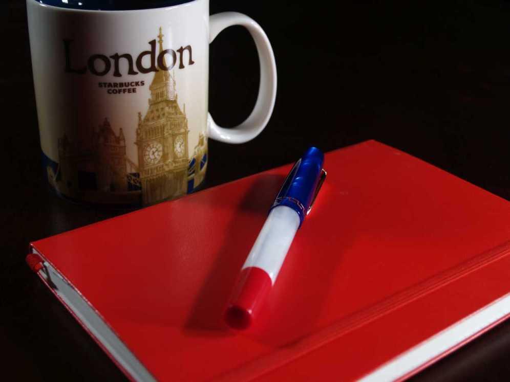 MarteModena Citizen London fountain pen, coffee mug and notebook