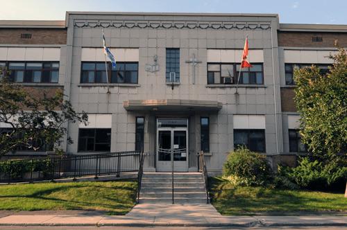 La façade de l'École primaire Notre-Dame-de-la-Garde dans Verdun, Montréal