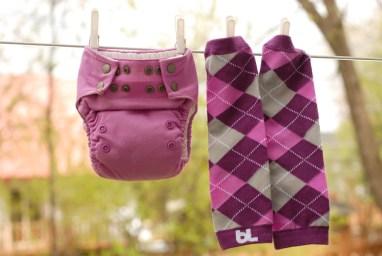 Couche Omaïki Tout-en-Ö violette avec jambières Babyleggings Posh