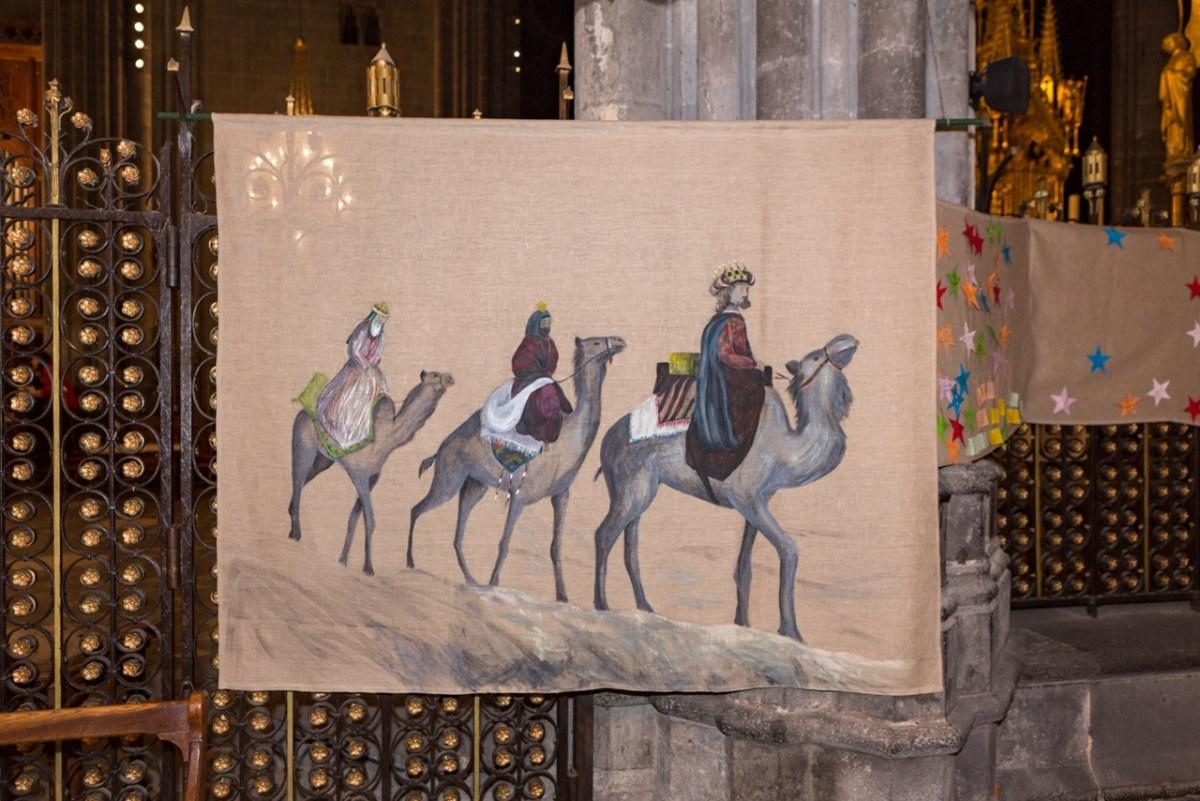 Le « Chemin de Noël » dans le déambulatoire de la Cathédrale, de la Nativité au Baptême du Christ