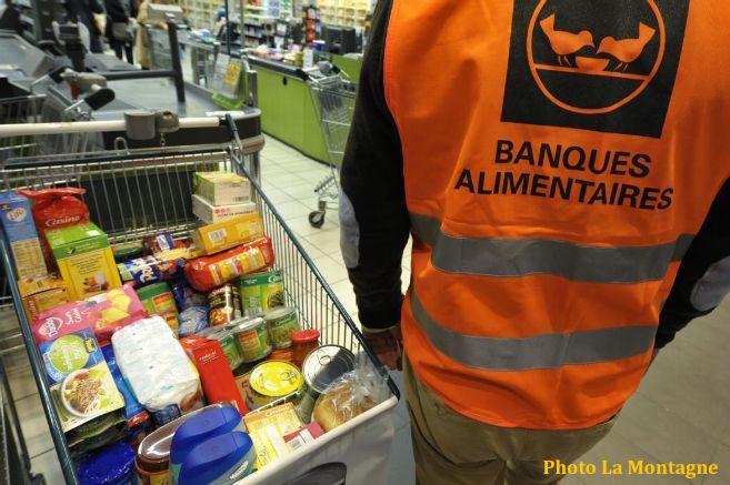 1, 2 tonne de denrées collectées en 2 jours par des bénévoles de la paroisse pour les plus démunis !
