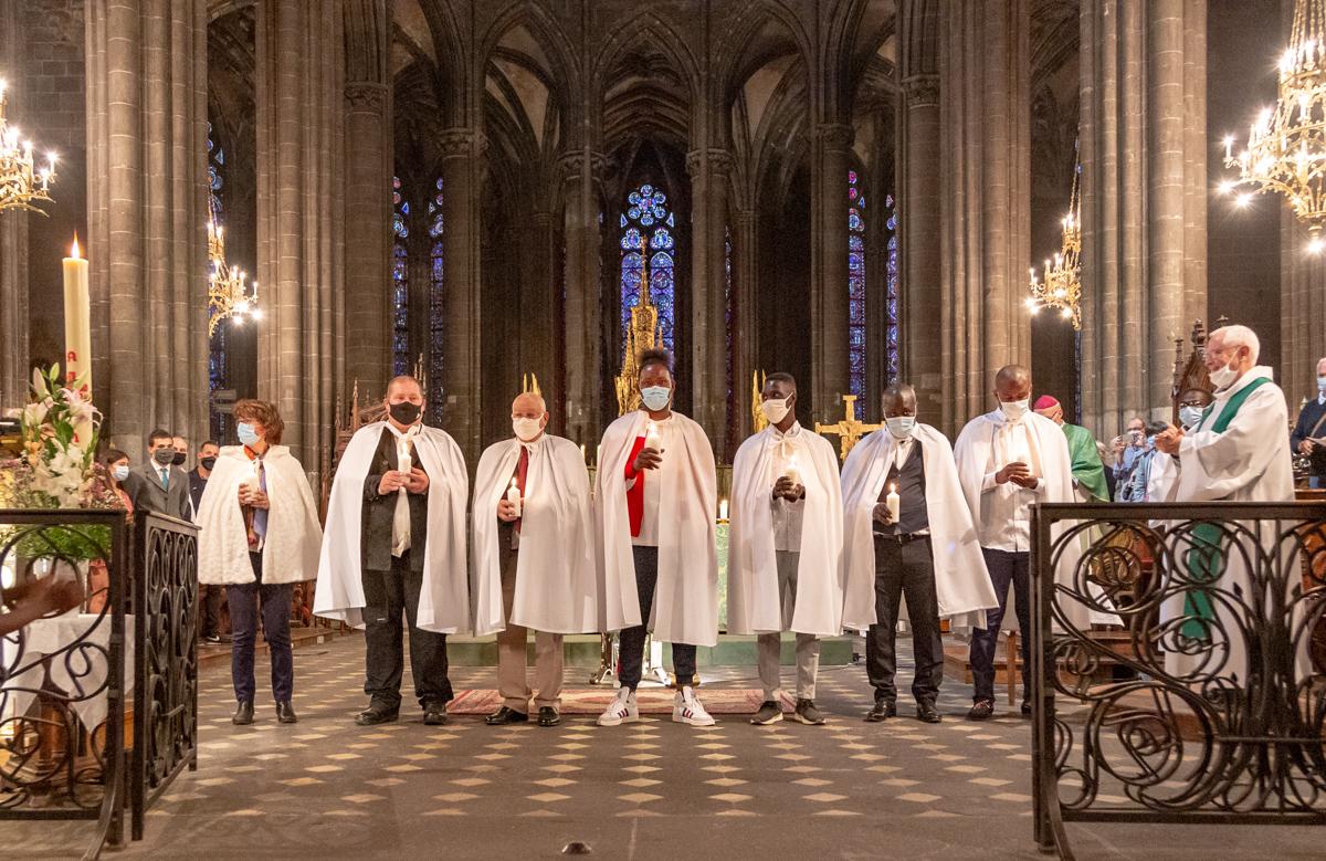 Retour en images sur le baptême de 7 adultes de notre paroisse le 6 septembre 2020