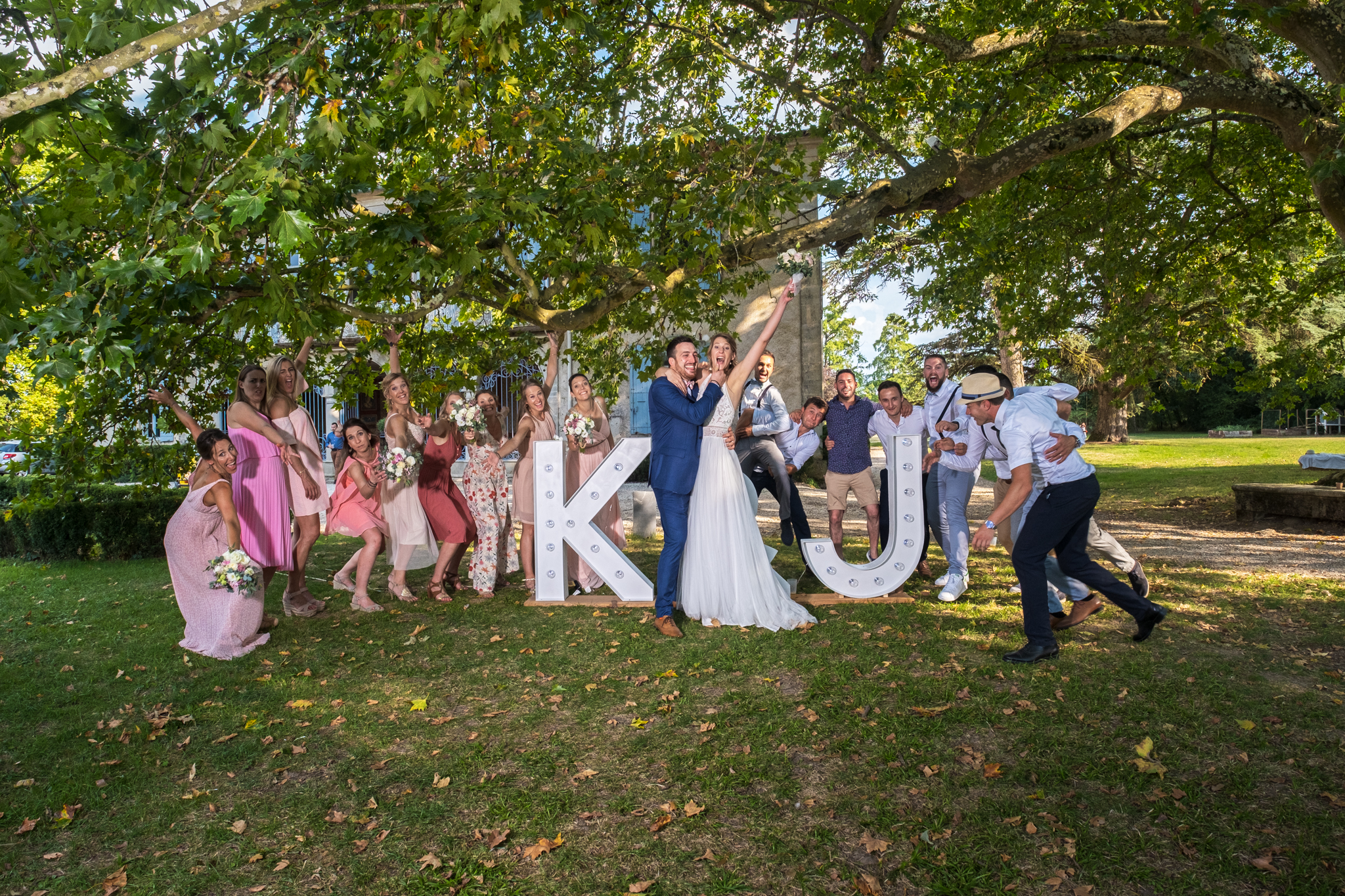 Vin d'honneur Mariage Jennyfer & Kevin 31 aout 2019 Chateau de la Rode. Photographe Julien Bergeaud The Beautiful Day photo de groupe