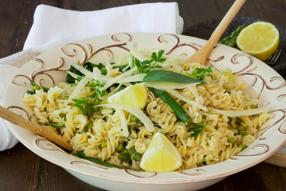 Asparagus, pea and lemon pasta salad