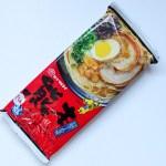 【袋麺】マルタイ「熊本黒マー油とんこつラーメン」ガーリックがほんのり香るあっさりしたスープ。