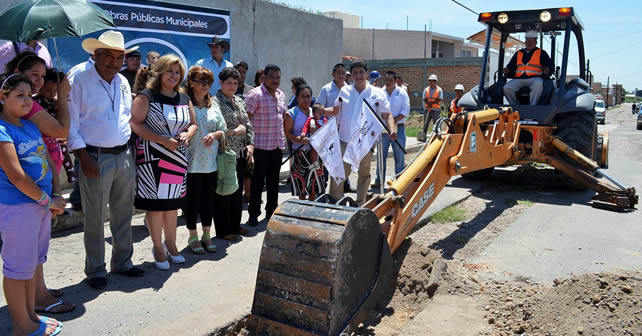 Gerardo Elizarrarás Vela, Presidente Municipal de Cuerámaro, da arranque el Programa de Obra Pública 2013 Foto NOTUS