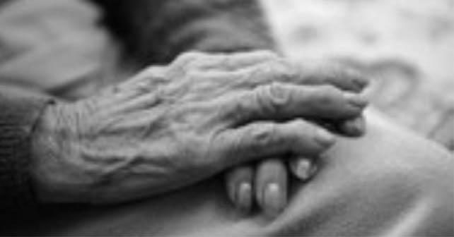 anciana-manos