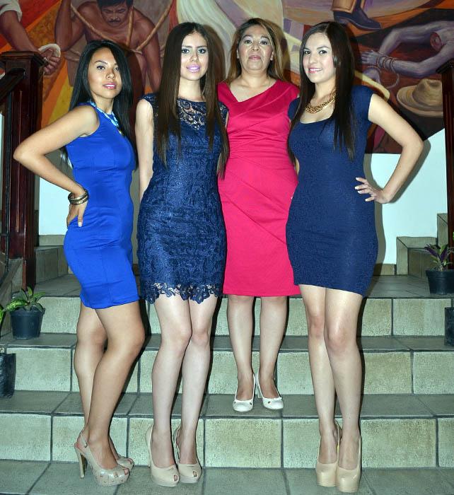 Sarahi Negrete Arellano Reina de las fiestas de Mayo y las princesas,  Paola Orozco Chacón y Fernanda Muñiz Uribe, junto a presidenta del Dif, Margarita de Gallardo