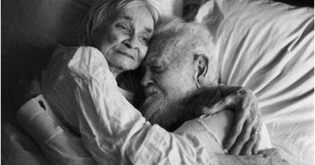 mueren ancianos casados