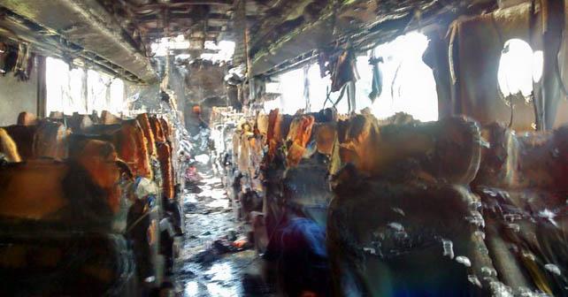 Imagen de la forma en la que quedó el camión incendiado en Abasolo Foto: Antonio Resendiz
