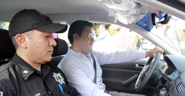 Sixto Zetina entregó patrullas Foto: Arturo Velázquez