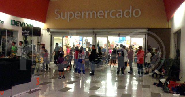 En Walmart había personas esperando la apertura del Buen Fin