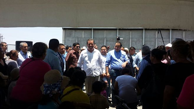 El gobernador Miguel Márquez y el alcalde de Abasolo, Samuel Amezola Ceballos.