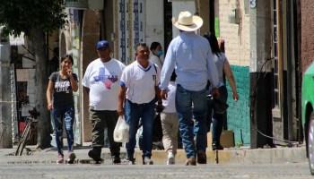 En Huanímaro, aunque afortunadamente no tiene casos de coronavirus, la población sigue en las calles.