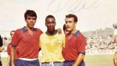 Photo of Pelé contra Miguel Perrichón y Marco Antonio Sánchez
