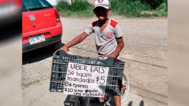 Photo of «A cinco pesos los mandados y a diez si me hecho una platicada»: niño emprendedor