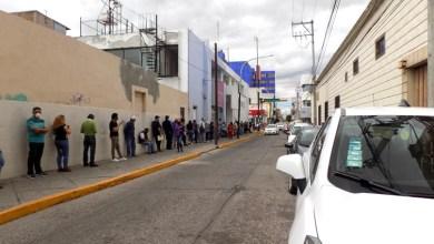 Photo of Salmantinos hacen filas interminables fuera de los bancos