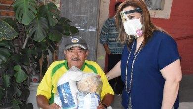 Photo of Sra. Rosalía Vela visita a personas con Discapacidad